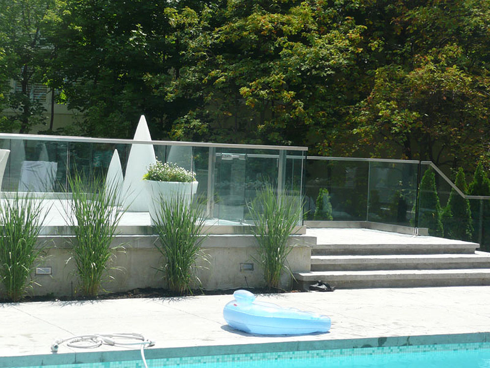 Enjoy the Last of Summer with Glass Railings for Your ...