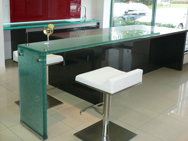 The Uses & Benefits of Raised Glass Countertops - CBD Glass